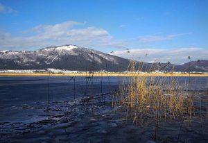 Pogled iz jezera na Slivnico 300x206 - 8. Nočni pohod na Slivnico