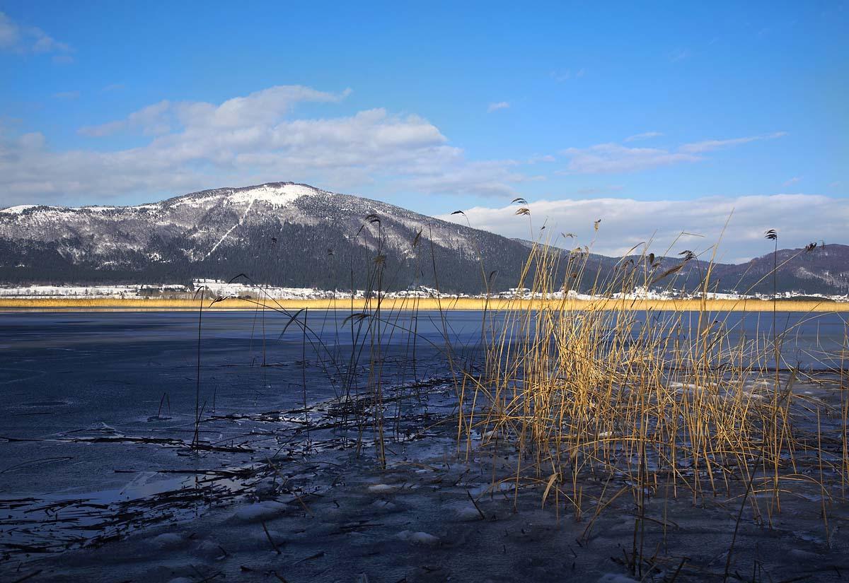 Pogled iz jezera na Slivnico - Napoved: Notranjski tekaški pokal 2014